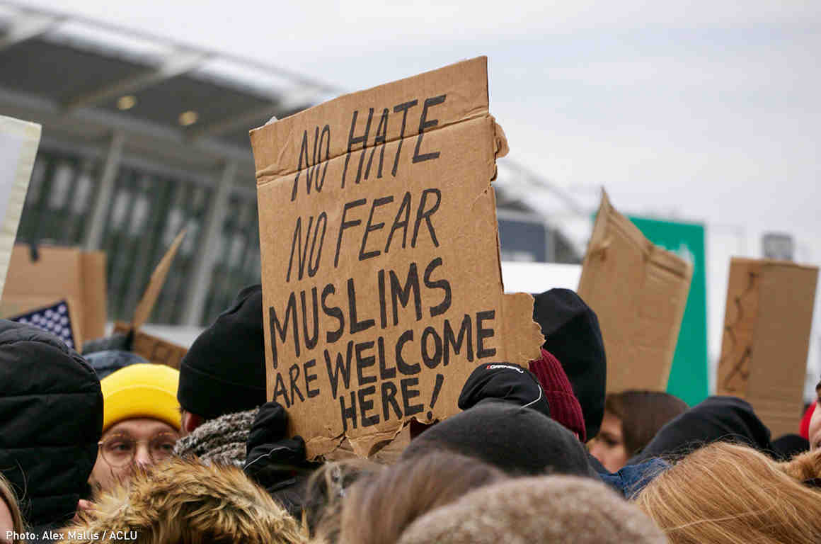 https://www.aclu.org/sites/default/files/styles/blog_main_wide_580x384/public/field_image/web17-jfkmuslimbanprotest1160x768_0.jpg?itok=yEdHMGZc