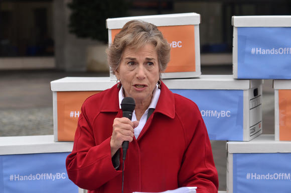 Rep Schakowsky(D-Ill.) addresses the crowd