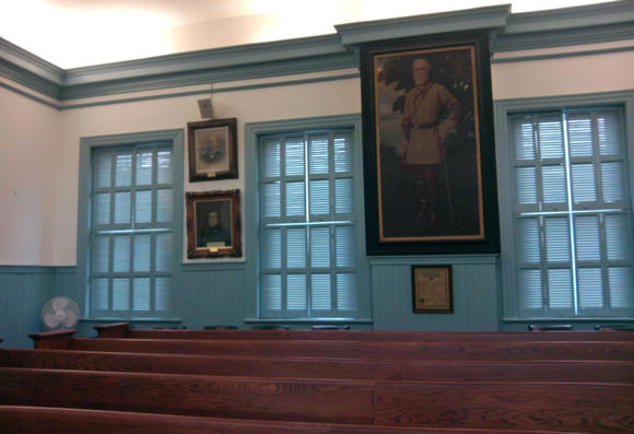 Picture of Court with Picture of Robert E. Lee