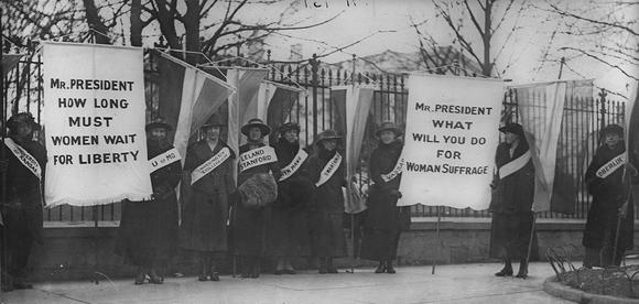 Suffragettes protesting outside of the White House